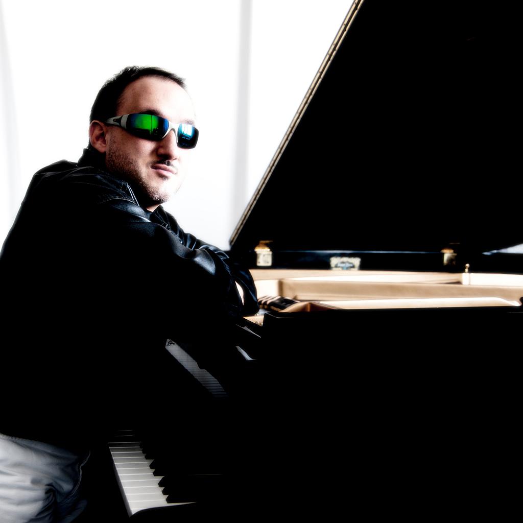 Alex Cadili al pianoforte