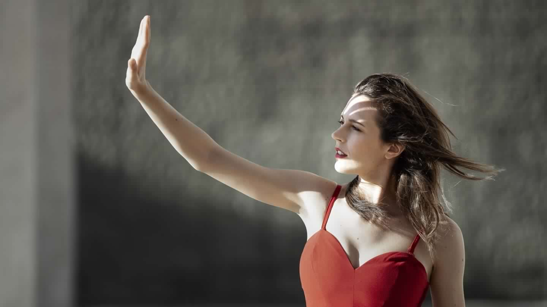ELisa Sapienza in rosso