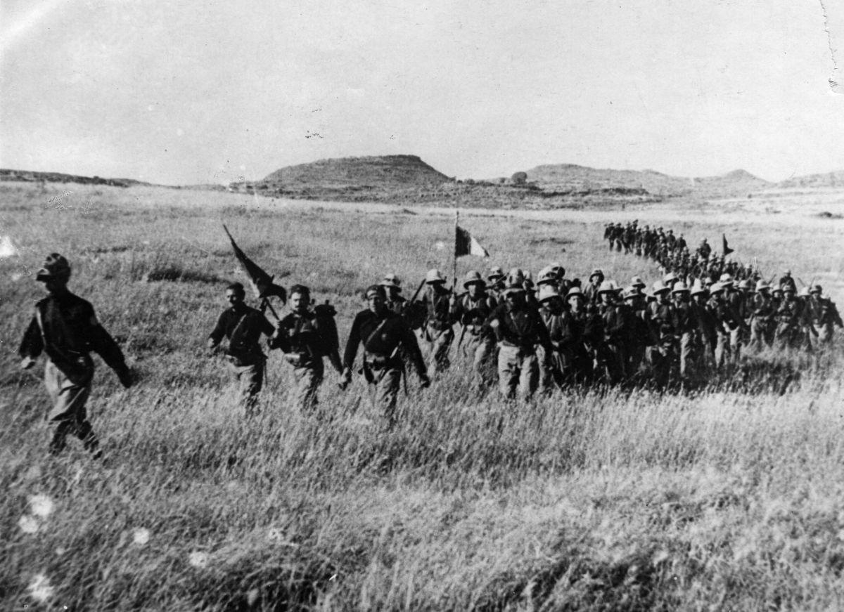 Colonna di truppe coloniali italiane