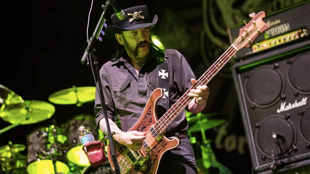 Lemmy Kilminster in azione sul palco